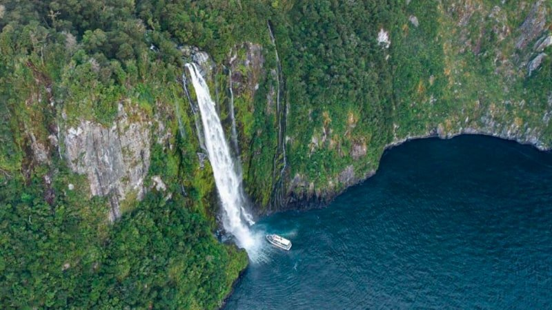 Get closer, go longer! Why travel to Milford Sound and do anything less than the best.