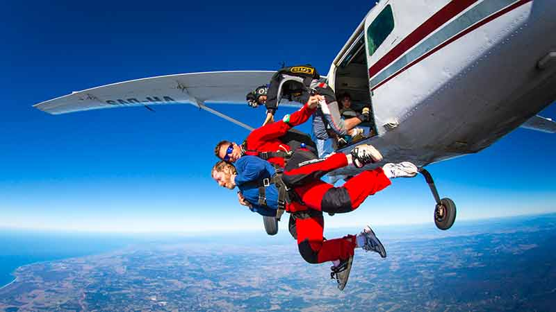 Skydive up to 15,000ft at Byron Bay - Brisbane pick up and a fantastic day trip to Byron Bay!
