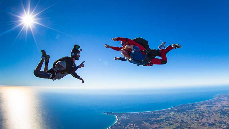 <p>Skydive up to 14,000ft at Byron Bay - Brisbane pick up and a fantastic day trip to Byron Bay!</p>