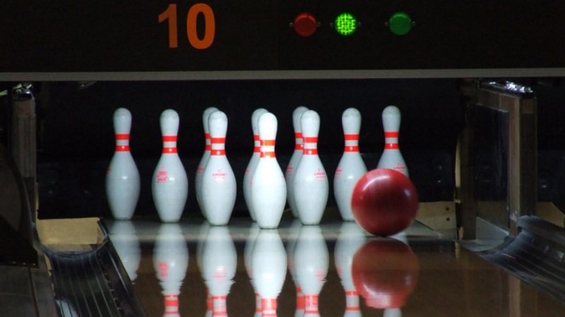 **Real** bowling at Bowlarama! Enjoy a day or night of super entertainment at this high quality, modern and comfortable bowling alley.