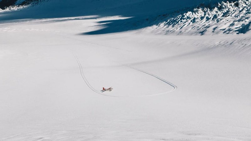 This unique flight option offers you the opportunity to fly in both the Ski Plane and Helicopter on the same day. Fly through the remarkable Tasman Valley and land on the snow-covered peaks; an unforgettable experience!
