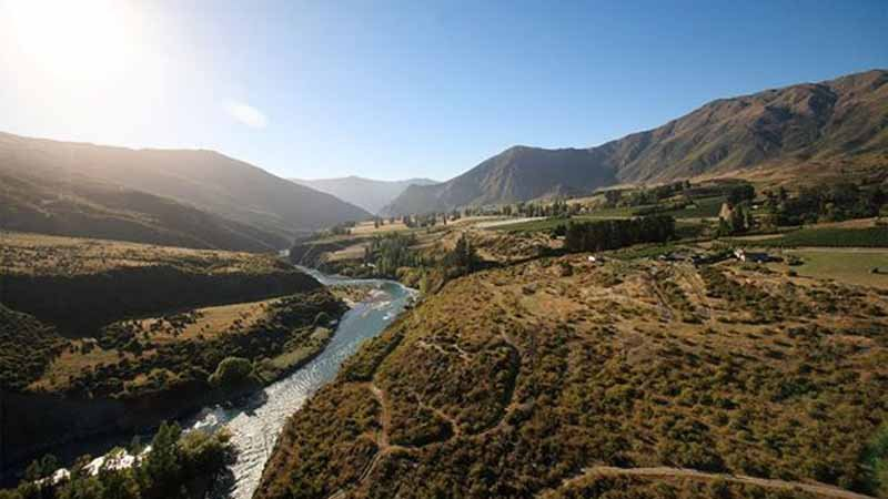 Beginning at the historic Kawarau Bridge, the recently upgraded Gibbston River Trail takes you alongside the mighty Kawarau River and into the heart of the best wineries in the Central Otago region.