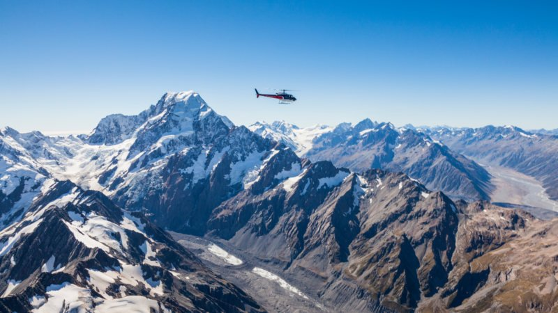MOUNT COOK AND THE GLACIERS - 55 MIN SCENIC FLIGHT + SNOW LANDING