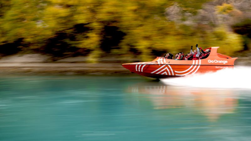 Get ready for the ride of your life on a one hour adventure, filled with world-famous 360 spins, skimming the water as we race across Lake Wakatipu and onto the historic Kawarau River!
